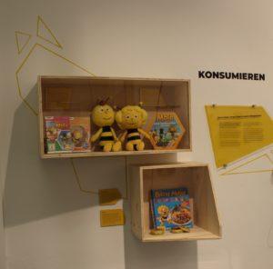 """Station KONSUMIEREN: """"Und diese Biene, die ich meine..."""" – Transformationen der berühmtesten Biene Deutschlands"""